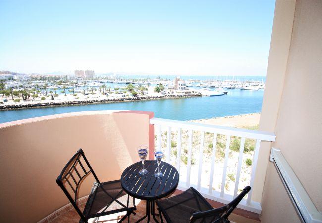 Apartamento en La Manga del Mar Menor - Luminoso apartamento de dos dormitorios con vistas al Puerto